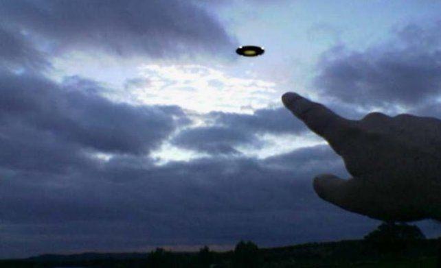 """Voces contrarias. """"Suelen ser luces de aviones o helicópteros que se interpretan como objetos extraños"""