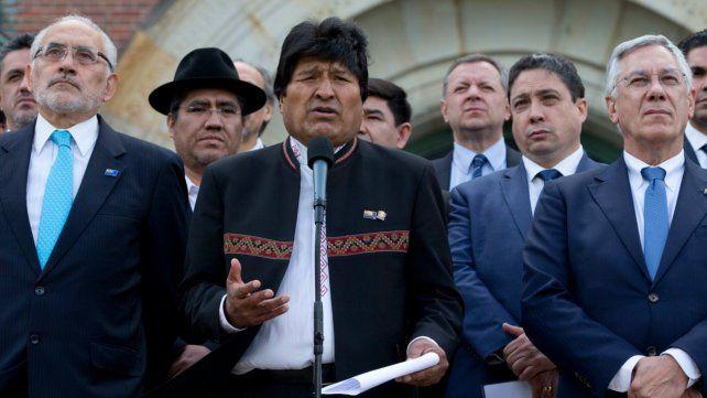 Perdedor. Morales habló a la salida de la lectura del fallo en La Haya.