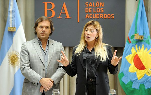 Defensa. El jefe de Gabinete bonaerense Alberto Pérez y la ministra Nora de Lucía explicaron ayer la reforma.