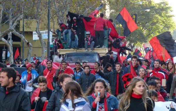 Una parte de los hinchas de Newells salieron a las calles a celebrar el campeonato