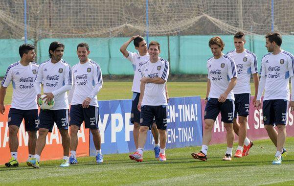 Buena onda. La selección prepara el viaje a Paraguay en un clima ideal.