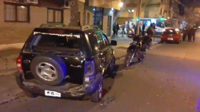 Perdió el control del auto y chocó al menos a cinco vehículos en el centro de Rosario