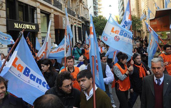 Los bancarios se movilizaron contra el impuesto a las ganancias.