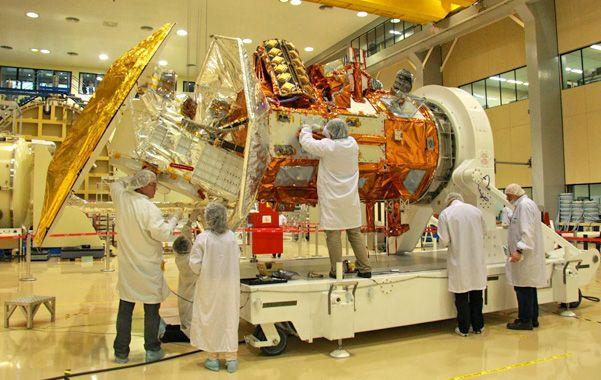 Ajustes. El satélite en el último tramo de construcción en instalaciones de Invap.