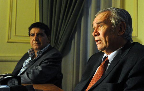 Autoridades. Basso junto al reelegido presidente de Fisfe