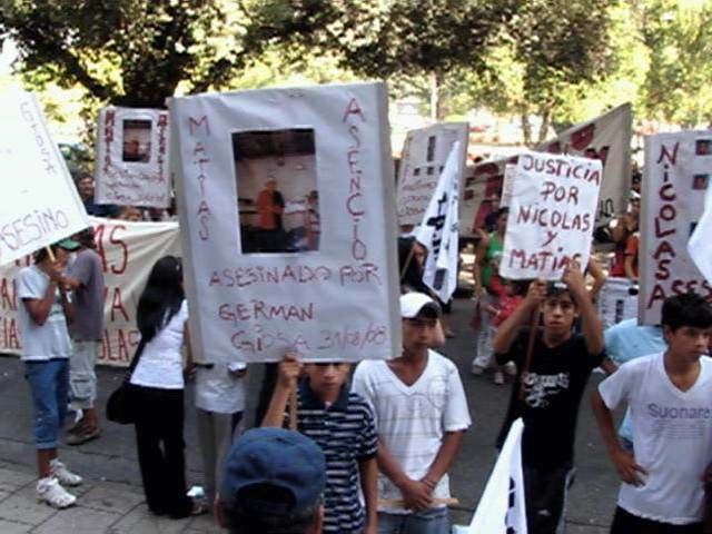 Marcha en Tribunales por la muerte de dos jóvenes en un hecho policial