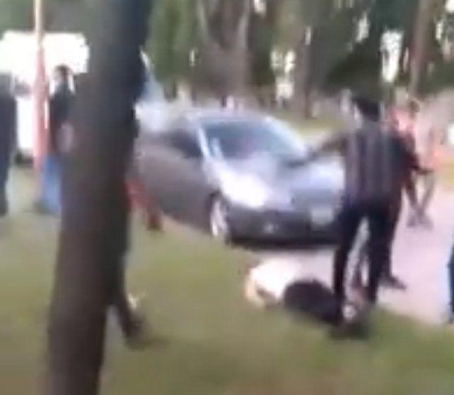 Un video muestra una violenta pelea entre jóvenes en Totoras