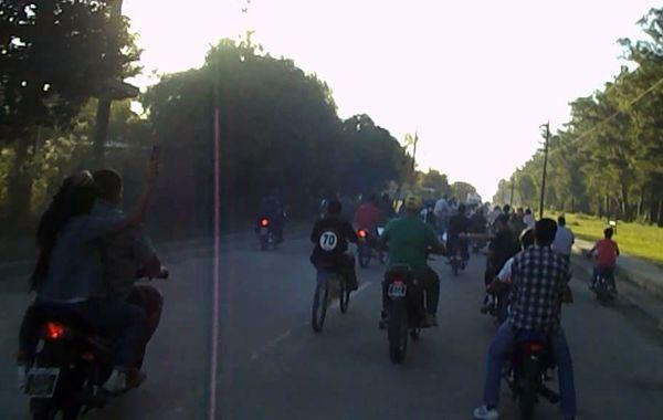 Una caravana rumbo al Motoencuentro que se realizó en Andino en 2013.