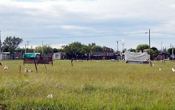 Divisiones. Los usurpadores del barrio Iturbide reservaron lotes con alambre.