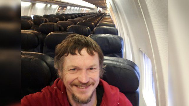 Un solo pasajero para un vuelo de 188 asientos, dos pilotos y cinco tripulantes