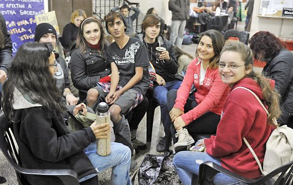 Facultad tomada. Alumnos de Humanidades y Artes apoyaron el reclamo salarial de los docentes universitarios.