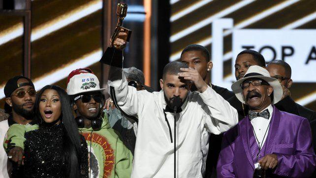 El rapero Drake rompió el récord de Adele y se llevó 13 Premios Billboard
