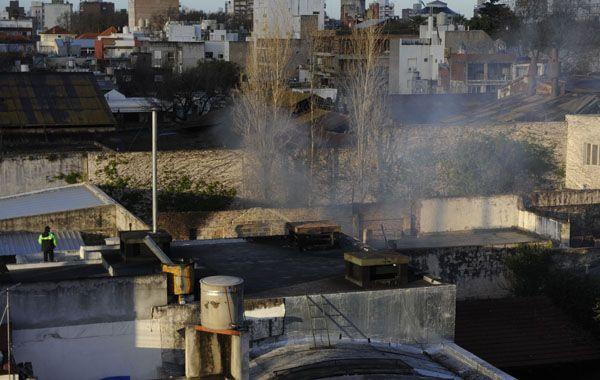 El fuego se produjo muy cerca de una escuela y de varios departamentos de pasillo.