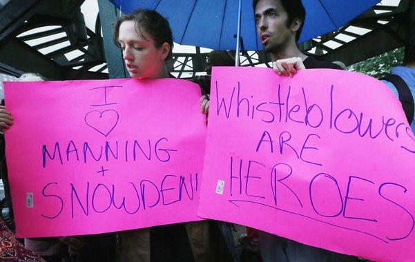 ¿Héroe o traidor? Partidarios de Snowden manifiestan en Nueva York.