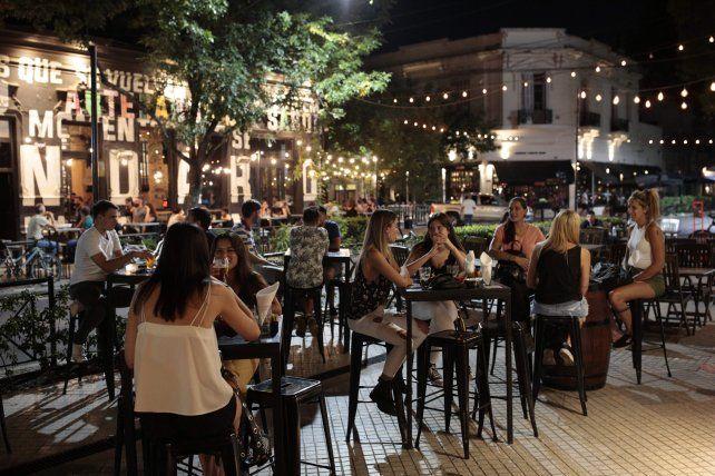Nuevo horario para la gastronomía.Los bares y restaurantes podrán funcionar hasta las 19 y luego aplicar la modalidad delivery.