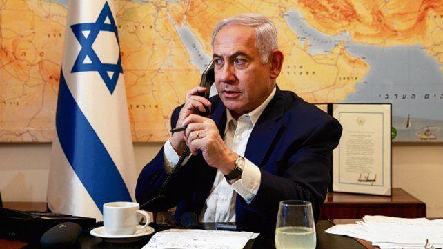 atornillado. Netanyahu en su despacho de primer ministro.