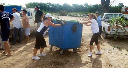 Los vecinos de Las Rosas volvieron el sábado a recoger los residuos por el paro de los municipales