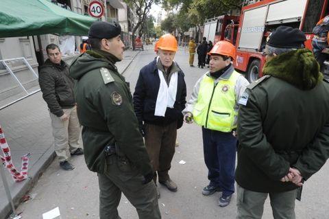 Lamberto y Escajadillo se informan sobre el avance de las tareas en la mañana del domingo. (Foto: S. Toriggino)