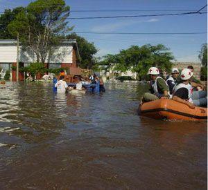 Una de las trágicas postales de las inundaciones de 2003 que dejaron más de 120 muertos.