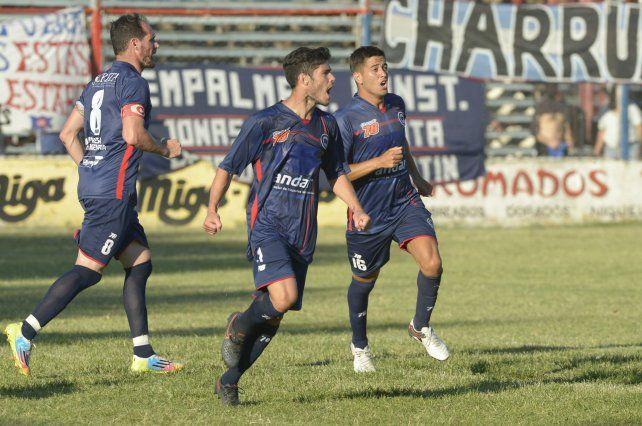 La figura. Lescano anotó el primer gol.