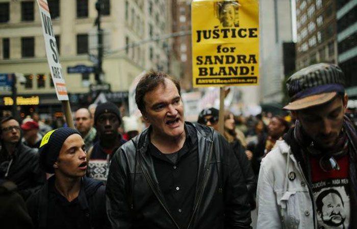El director Quentin Tarantino durante la marcha en Nueva York.