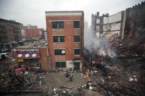 Crece el número de víctimas tras el derrumbe de dos edificios de departamentos en el norte de Manhattan.