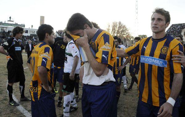 El goleador Gonzalo Castillejos no puede ocultar su dolor tras el empate. (Foto: Suárez Meccia)