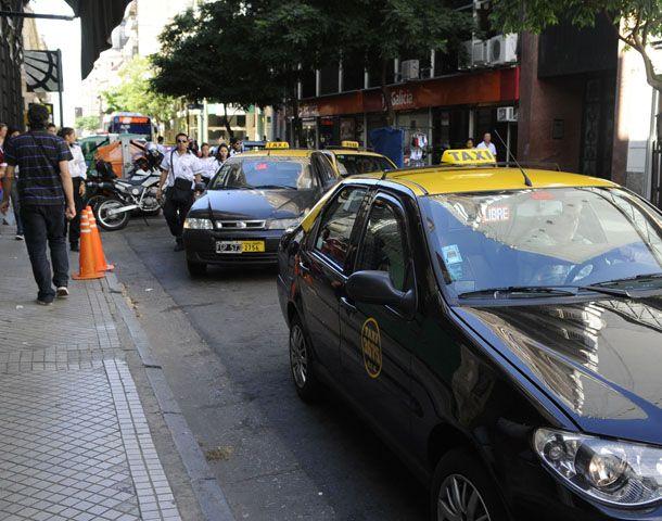 Cesca cuestionó el número de licencias otorgadas por el municipio.