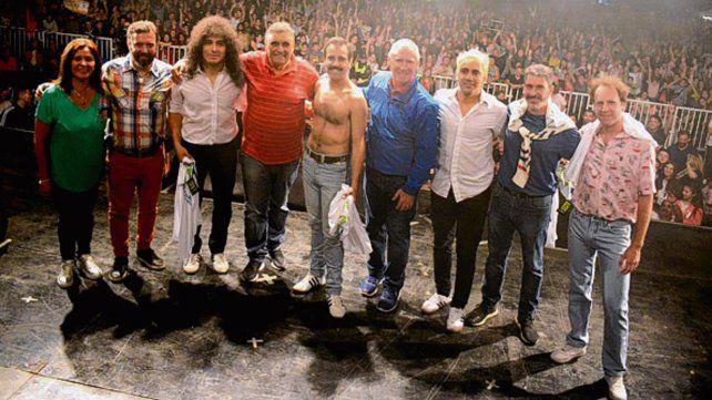 festejos. The Beats y Dios Salve a la Reina pasaron por el escenario.