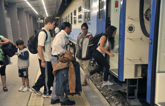 Puntualidad. El ferrocarril que une Rosario con la capital argentina parte a la 0.26 y tiene tres paradas antes de arribar a destino.