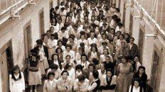 Maestras activistas en la huelga de 1921. Antecedente de la creación de laAsociación del Magisterio de Santa Fe (1928). Bv. Gálvez entre Laprida y Vélez Sarsfield.