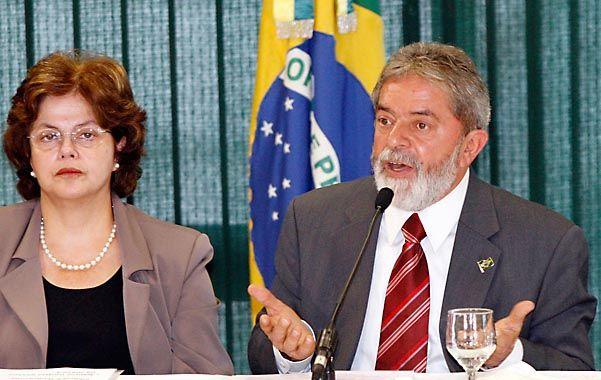 Otros tiempos. Lula encabeza en 2006 una conferencia escoltado por la jefa de Gabinete