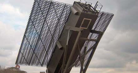 Despliegan aviones de combate y un radar para vigilar el norte del país