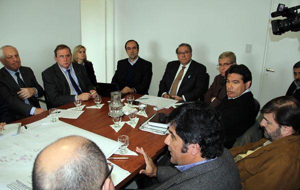 La reunión se llevó a cabo esta tarde en la capital provincial.