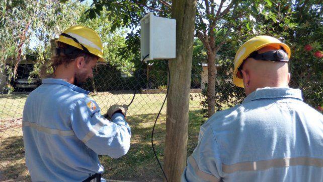 La EPE detectó a 130 usuarios colgados de la luz en Hostal del Sol