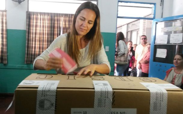 La actual concejal del bloque Unión PRO sufragó en la escuela ubicada en Pampa al 6500.