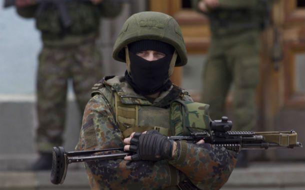 Tropas rusas rodean la base militar ucraniana en Crimea.