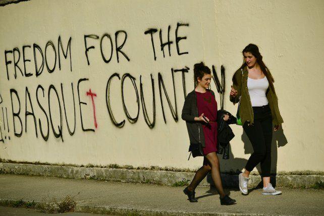 Oferta. Graffitis pidiendo la libertad de País Vasco