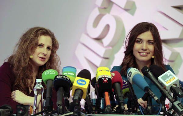 Desafiantes. Las jóvenes activistas Aliojina y Tolokonnikova siguen decididas a hacerle frente al gobierno de Moscú.