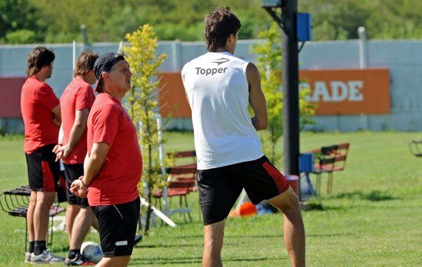 Martino en la práctica de hoy. El DT pondría a Tonso si Pablo Pérez no llega al domingo.