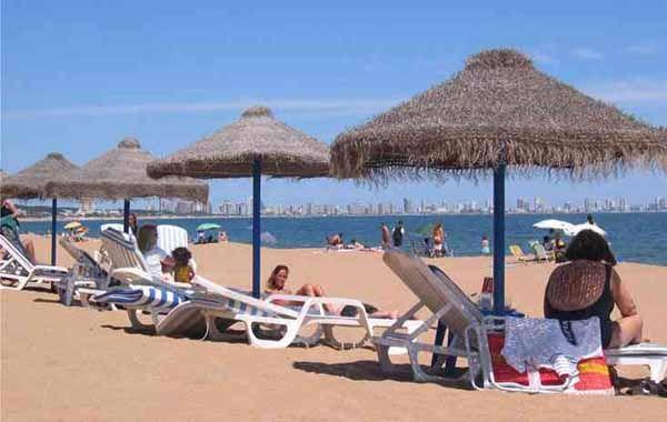 Uruguay ofrece incentivos turísticos y facilidades para pagar en pesos argentinos