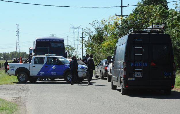 Tiroteo fatal. Estiman que los autores dispararon unas 50 balas cuando interceptaron a los cuatro colectivos. (foto: Marcelo Bustamante)