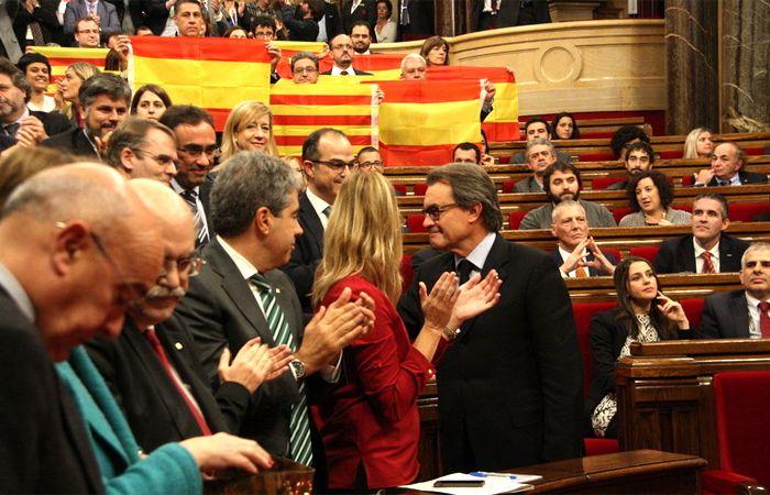 El Parlamento catalán dio un paso clave para lograr la separación de España.