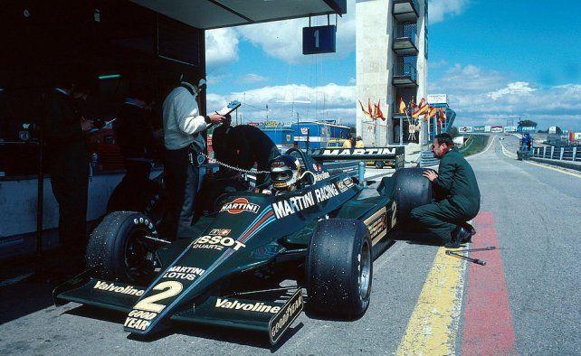 Reutemann en el box de Lotus en Jarama, donde llegaría segundo. Después de ahí todo fue frustración en el 79 y se fue a Williams, pese a la oposición de Chapman.