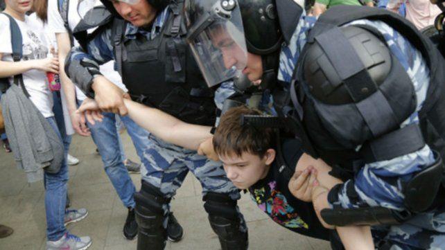Miles de rusos protestaron contra Putin