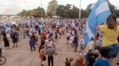 Manifestantes se concentraron en el Monumento a la Bandera.