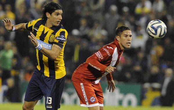 El Loco Abreu rompió la sequía goleadora y abrió el camino a la goleada