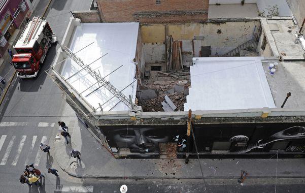 Conmoción. El desplome del techo movilizó a equipos de emergencias.