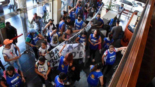 Diario Río Negro. La patota sindical ingresó a la sede de la editorial para amenazar y agredir.