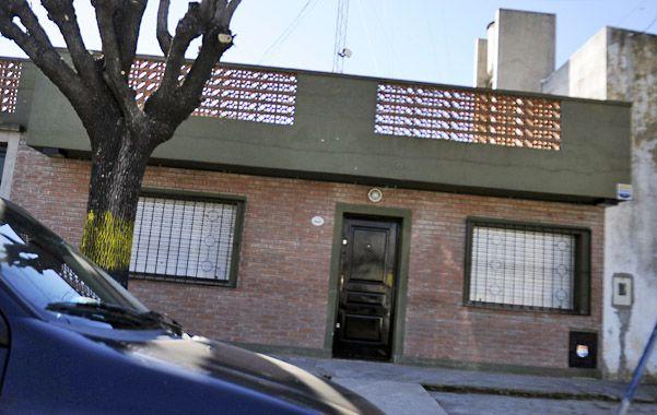 Sin identificación. El local de la agencia de seguridad Sion pasa como una casa más de la cuadra de Esquiú al 6800.